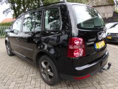 Volkswagen-Touran-2
