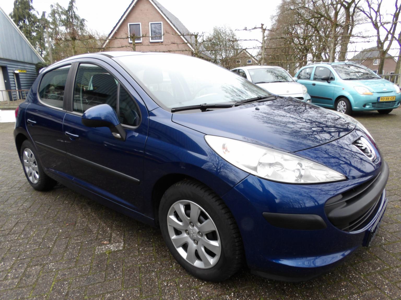 Peugeot-207-8