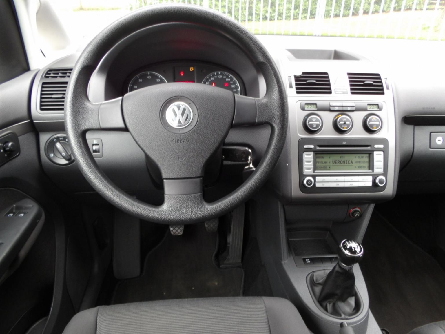 Volkswagen-Touran-6